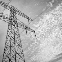 Electriciteitsmast en lucht